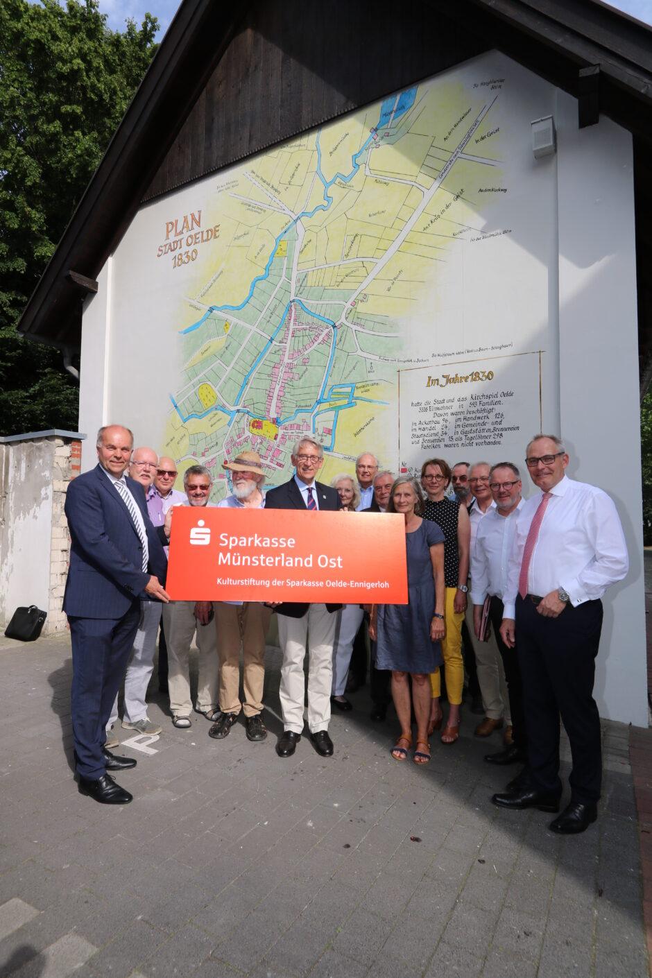 Historischer Stadtplan schmückt Oelder Heimathaus